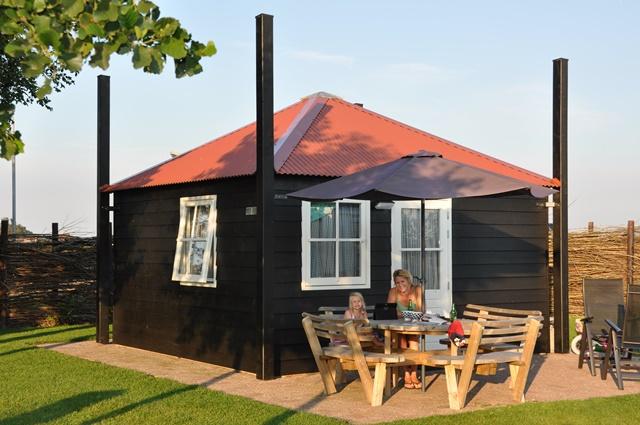 Vifpersoons huisje te huur op camping